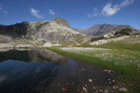 Petit lac au-dessous des Perrons